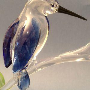 Verrerie d'art et sculpture martin-pêcheur sur branche - Sculpture animalière - Plumage bleu - Corps translucide - Rhénald Lecomte - Art Verrier