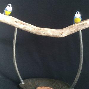 Pièce unique - Art collaboratif et Recycl'Art - Torii - Duo mésanges bleues façonnées en verre sur une pièce de bois travaillée forme Torii japonais - Collaboration Art Verrier - Atelier 1110